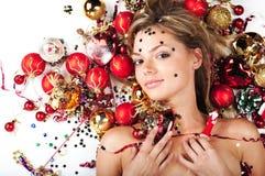 Mooi model met de decoratie van Kerstmis Stock Afbeeldingen
