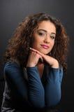 Mooi model met krullend haar Stock Foto's