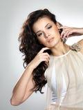 Mooi model met lang recht bruin haar Stock Afbeelding