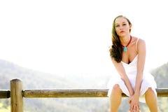 Mooi Model op een omheining Stock Fotografie