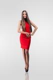 Mooi model in rode kleding Royalty-vrije Stock Afbeelding