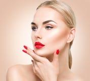 Mooi modelmeisje met blond haar Stock Foto