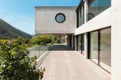 Mooi modern huis in cement Royalty-vrije Stock Afbeeldingen
