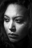 Mooi multiraciaal meisje in scheuren stock fotografie