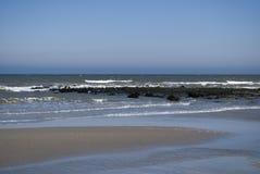 Mooi Nederlands strand in de zomertijd Royalty-vrije Stock Foto's