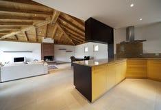 Mooi nieuw huis, modern binnenland royalty-vrije stock afbeelding
