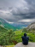 Mooi Noors valleipanorama door de kust van Lysefjord, Noorwegen Stock Afbeeldingen