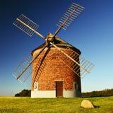 Mooi oud windmolen en landschap met de zon Chvalkovice - Tsjechische Republiek europa royalty-vrije stock fotografie