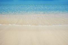 Mooi overzees zandstrand in Doubai met turkoois water Stock Fotografie