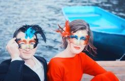 Mooi Paar in Maskerademaskers Royalty-vrije Stock Afbeelding