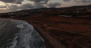 Mooi panorama van het overzees aan de bergen Overzeese duik Het landschap van de berg stock footage