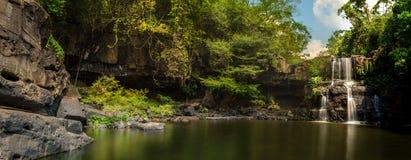 Mooi panorama van watervallen Stock Foto