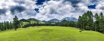 Mooi panoramisch bergenlandschap in Jammu en Kashmir, binnen royalty-vrije stock foto