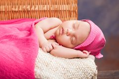 Mooi pasgeboren babymeisje Stock Afbeelding