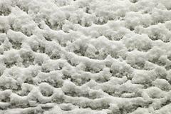 Mooi patroon dat door de wintersneeuw wordt gevormd Stock Afbeeldingen