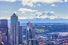 Mooi Regenachtiger Panorama van Onderstel en de stad van Seattle royalty-vrije stock foto