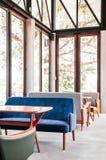 Mooi retro de bankbinnenland van de meubilair uitstekend leunstoel met DA royalty-vrije stock fotografie