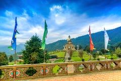 Mooi reusachtig standbeeld van Lord Buddha, in Rabangla, Sikkim, India Royalty-vrije Stock Afbeelding
