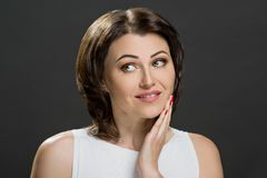 Mooi rijp brunette met groene ogen royalty-vrije stock foto's