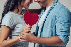 Mooi romantisch geïsoleerd paar royalty-vrije stock fotografie
