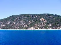 Mooi Rotsachtig Mediterraan Strand royalty-vrije stock afbeelding