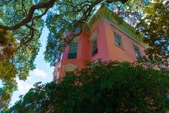 Mooi roze Huis in Charleston South Carolina Royalty-vrije Stock Afbeelding