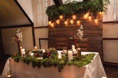Mooi rustiek decor van huwelijkslijst stock foto's