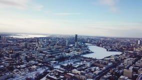 Mooi satellietbeeld in iketerinberg Rusland tijdens de winter stock video