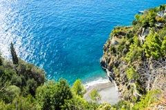 Mooi satellietbeeld van stil strand in Positano, Amalfi kust, Campania stock fotografie