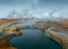 Mooi schot van kleine meren op een rotsachtig gebied royalty-vrije stock foto's