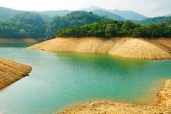 Mooi sedimentair gesteente en water stock foto's