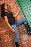 Mooi Sexy Afrikaans Amerikaans Zwarte die toevallige zwarte dragen Stock Afbeelding
