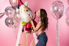Mooi sexy slank meisje transparante erotische bustehouder dragen en Jean die Stock Foto