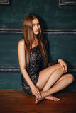 Mooi slank sexy meisje met lang in het kort haar Stock Foto