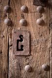 Mooi sleutelgat in oude Marokkaanse deur stock afbeelding