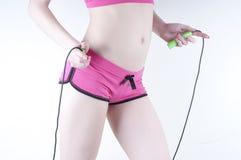 Mooi sport-meisje met touwtjespringen Royalty-vrije Stock Foto's