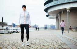 Mooi sportief vrouwenportret Stock Foto's