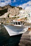 Mooi steil dorp van Amalfi stock afbeelding
