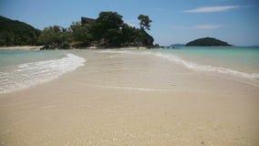 Mooi strand en tropische overzees stock video