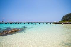 Mooi strand en tropische overzees in Mai Ton-eiland, Phuket Stock Afbeeldingen