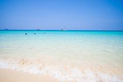 Mooi strand en tropische overzees in Mai Ton-eiland, Phuket Royalty-vrije Stock Afbeelding