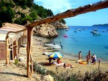 Mooi strand in Ibiza geroepen San Vicente Cove royalty-vrije stock fotografie