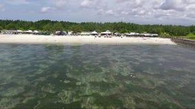 Mooi strand in Indonesië, Bali Lucht Mening stock videobeelden