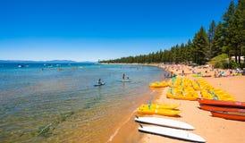 Mooi strand in Meer Tahoe, Californië Royalty-vrije Stock Foto's