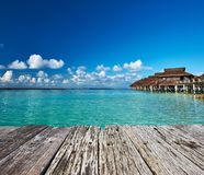 Mooi strand met waterbungalowwen Royalty-vrije Stock Fotografie