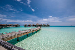 Mooi strand met waterbungalowwen Royalty-vrije Stock Foto