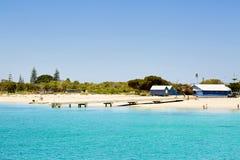Mooi strand met wit zand Royalty-vrije Stock Foto's