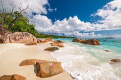 Mooi strand in Seychellen Stock Foto's
