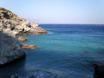 Mooi strand van Agia Anna in Amorgos-eiland, Griekenland De zomerzeegezicht, Egeïsche Overzees stock afbeeldingen