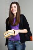 Mooi studentenmeisje met boeken stock afbeelding